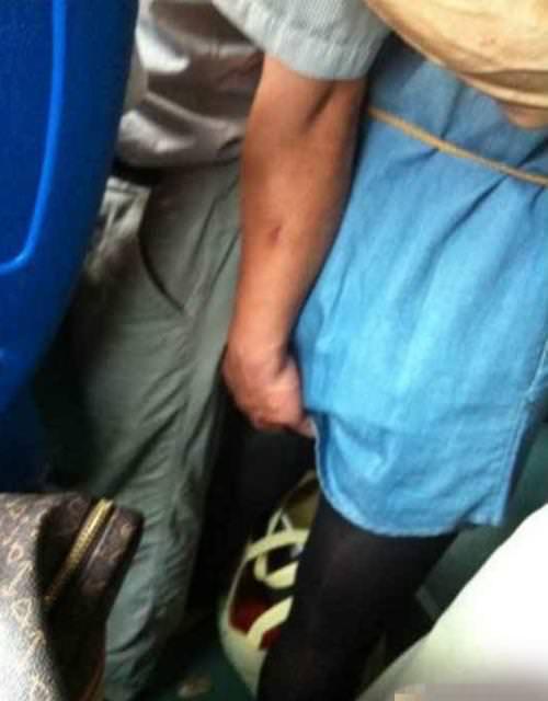 主に電車やバスの中で痴漢の決定的瞬間を激写したヤバいエロ画像 1152