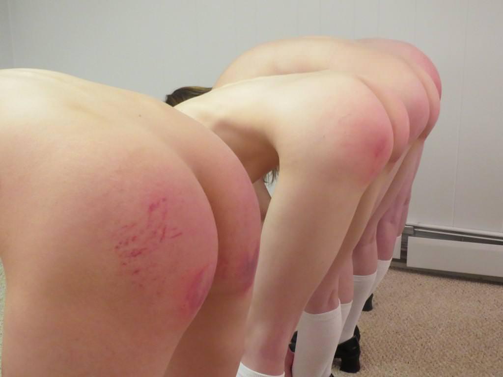 お尻が真っ赤に腫れあがるほどひっぱたかれてるSMエロ画像 1159