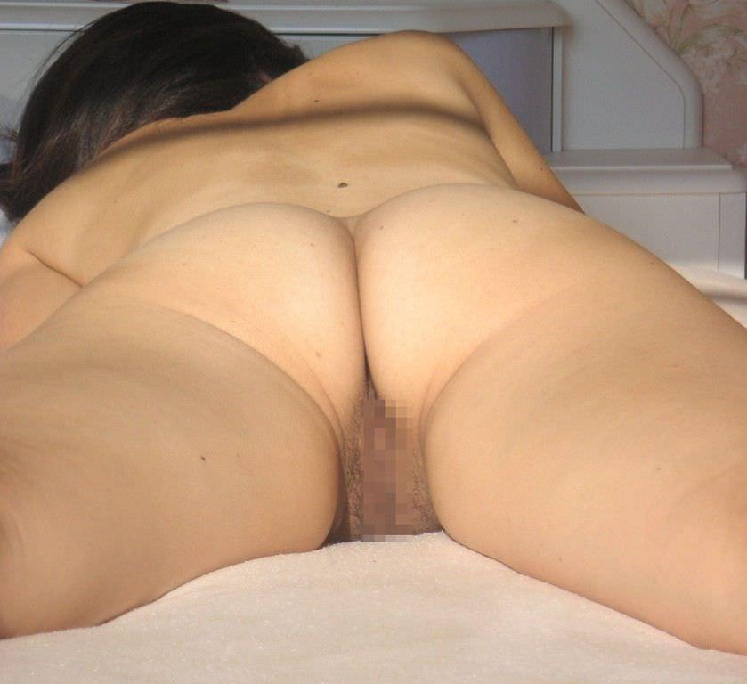 うつ伏せで寝てる彼女のお尻やおまんこを勝手に撮影したエロ画像 1163