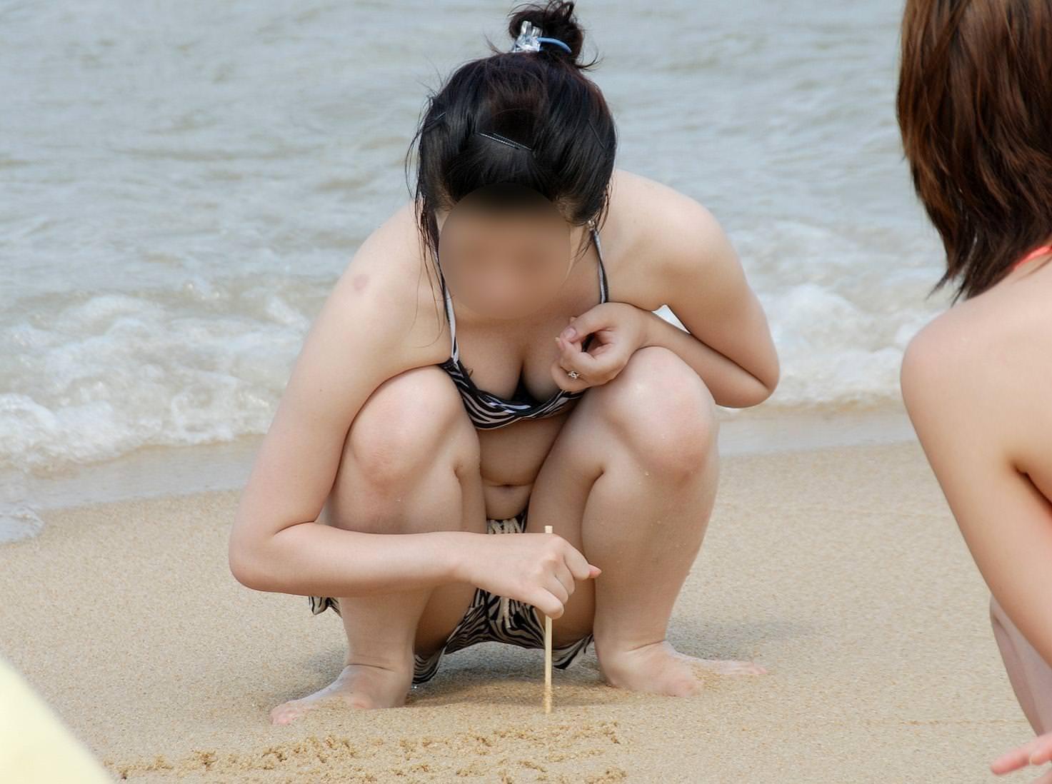 夏のビーチではたくさんのオナネタを発見する事が出来るエロ画像 1224