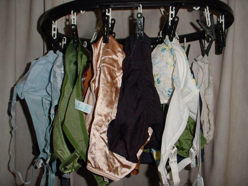彼女や嫁がガチ使用してるパンティーやブラジャーの洗濯物の素人下着エロ画像 13