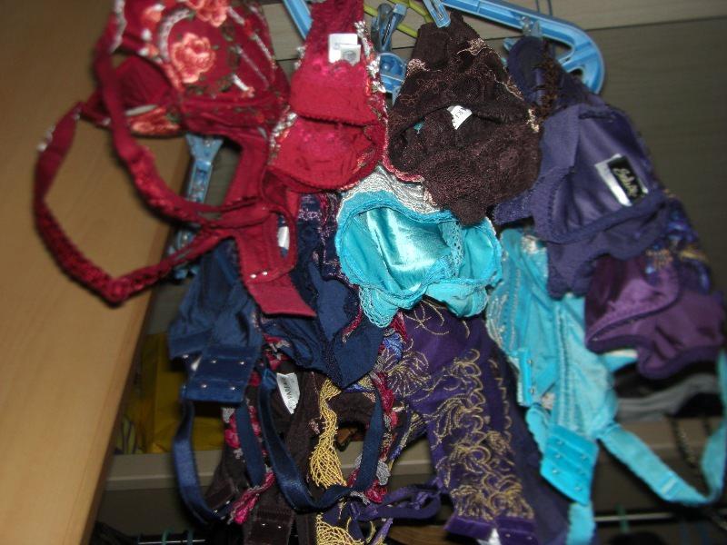 彼女や嫁がガチ使用してるパンティーやブラジャーの洗濯物の素人下着エロ画像 14