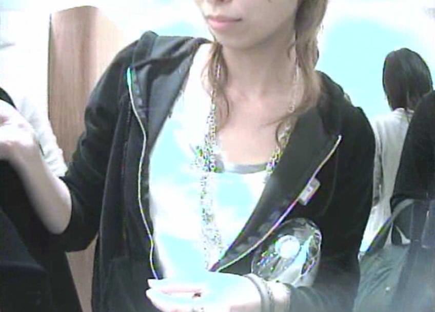 ショップ店員のおしゃれお姉さんの浮きブラ乳首がたまらないエロ画像 1407