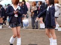 ピッチピチの女子校生が履いてるルーズソックスにチンポコ蹴られたいエロ画像