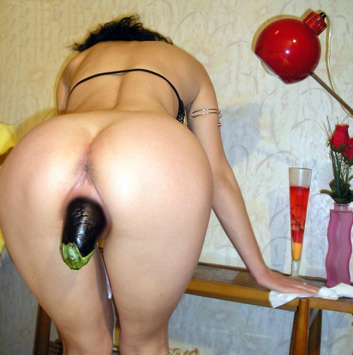 まんこに極太の野菜を突っ込んでオナニーしてる変態娘のヤバイエロ画像 158