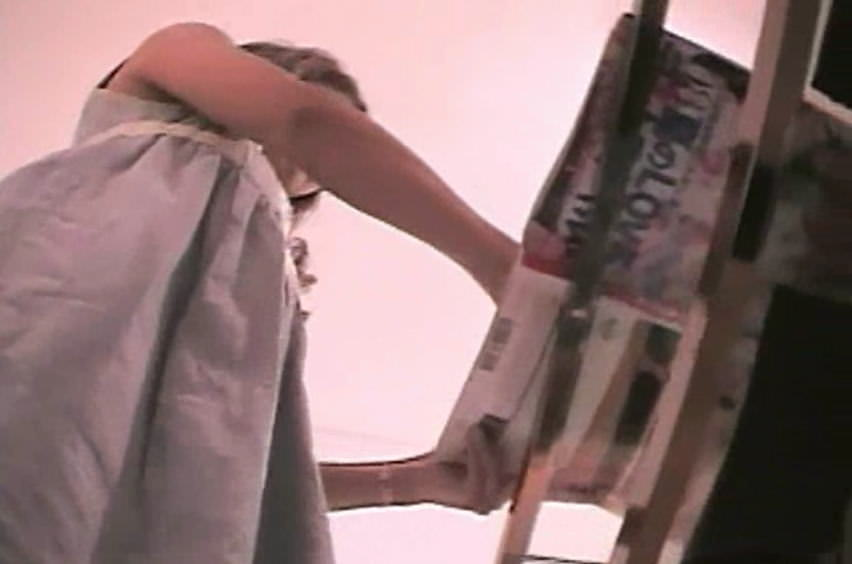 買い物中のガチ素人ギャルのスカートの中身を隠し撮りしたパンチラエロ画像 1838