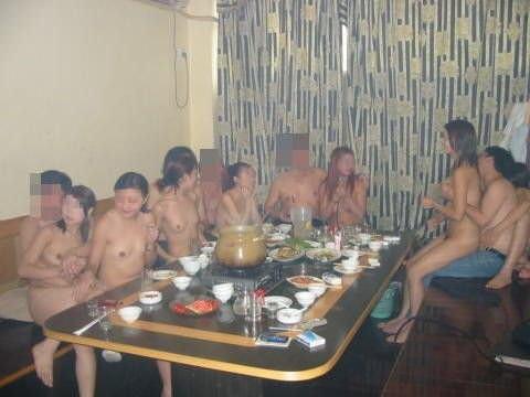 集団セックスがお好きwww男女入り乱れる一大乱交パーティーwww 1867