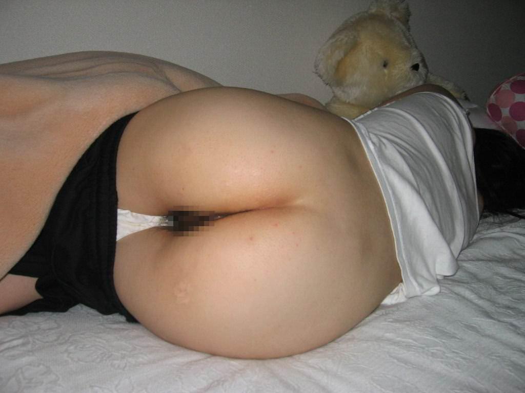 姉貴が下着姿でご就寝中にこっそり撮影しちゃった素人エロ画像 191