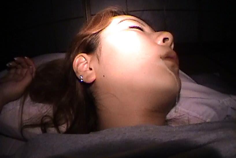 酔っ払って寝てる彼女のおまんこクンニからのフェラさせて顔射したAVキャプエロ画像 192