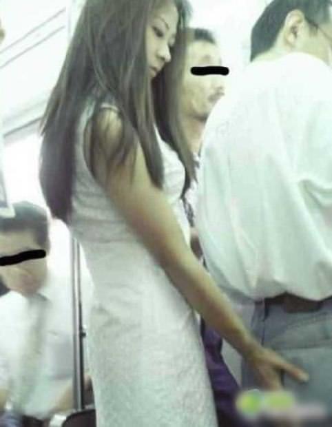 主に電車やバスの中で痴漢の決定的瞬間を激写したヤバいエロ画像 1930