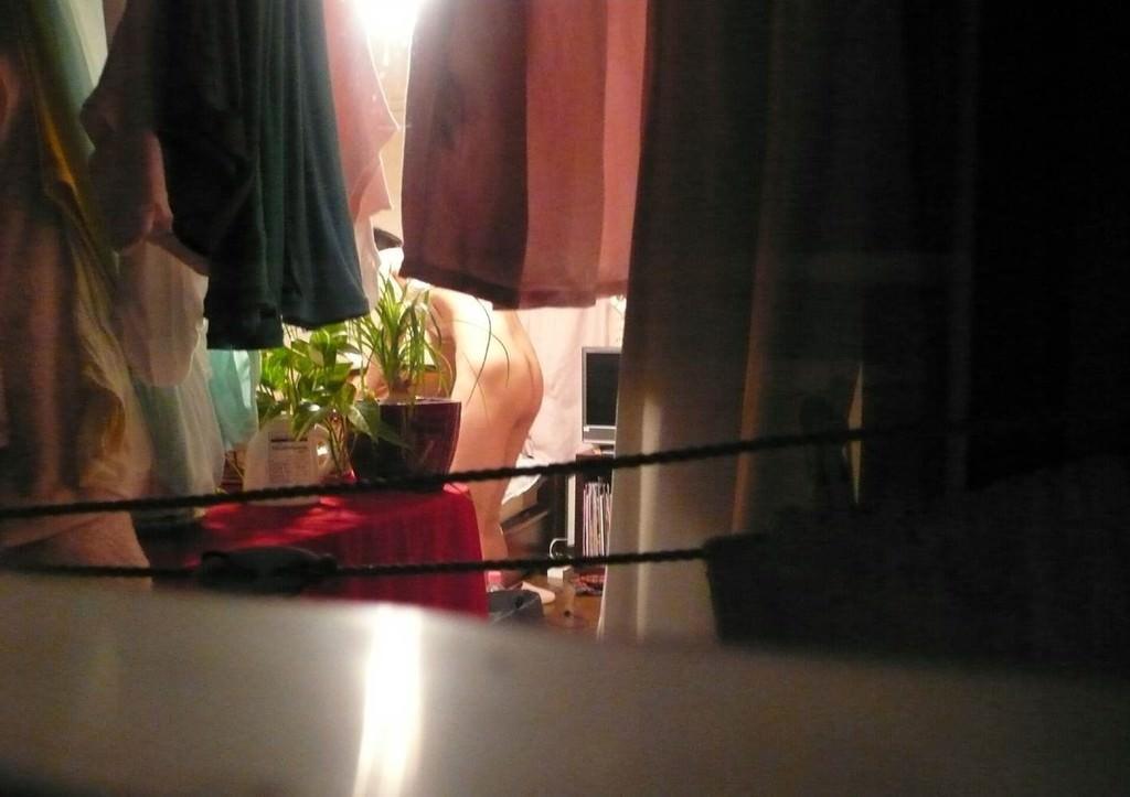 素人娘が自宅や更衣室で着替えてる姿をガチ隠し撮りしたヤバいエロ画像 2069