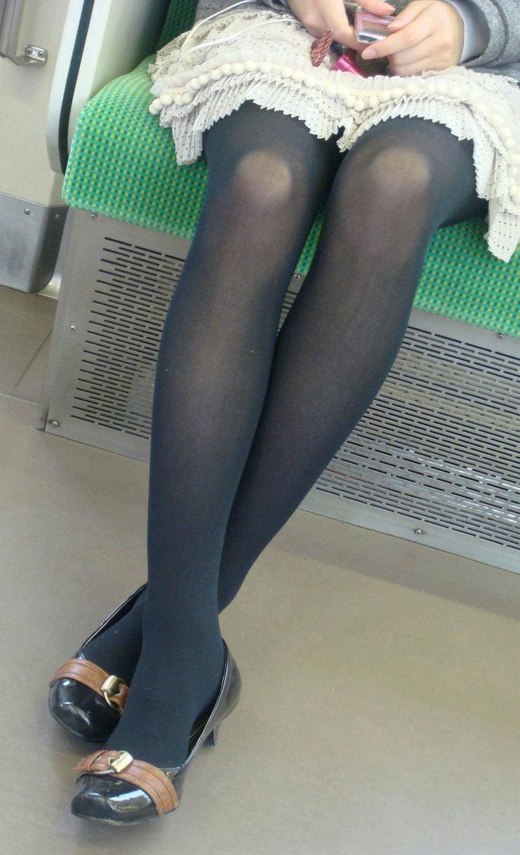 スラっと伸びる女の子の太ももにオチンポ挟みたいエロ画像 248