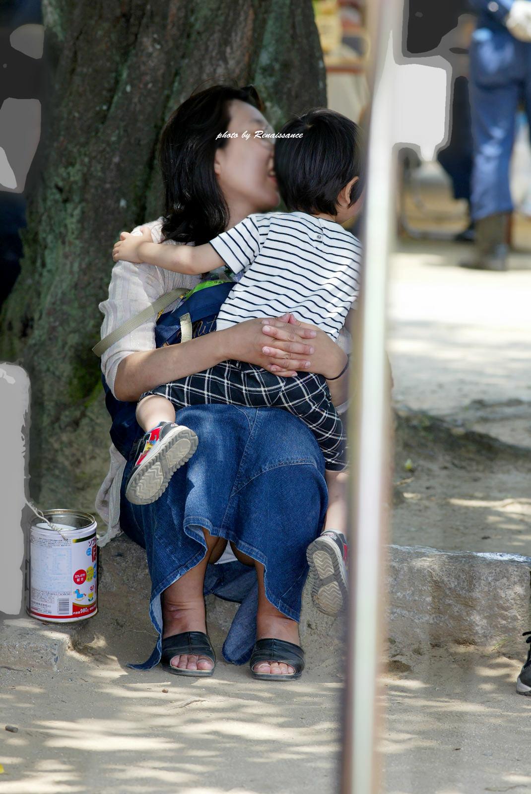 街で見かける人妻や熟女にエロスを感じるwwww隠し撮り画像放出wwwww 2512 1