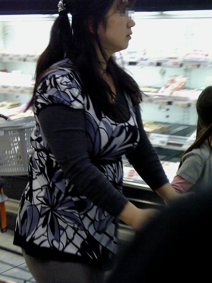 街で見かける人妻や熟女にエロスを感じるwwww隠し撮り画像放出wwwww 2513 1