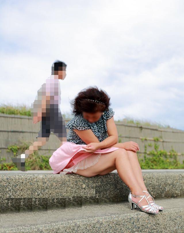 街で見かける人妻や熟女にエロスを感じるwwww隠し撮り画像放出wwwww 2521