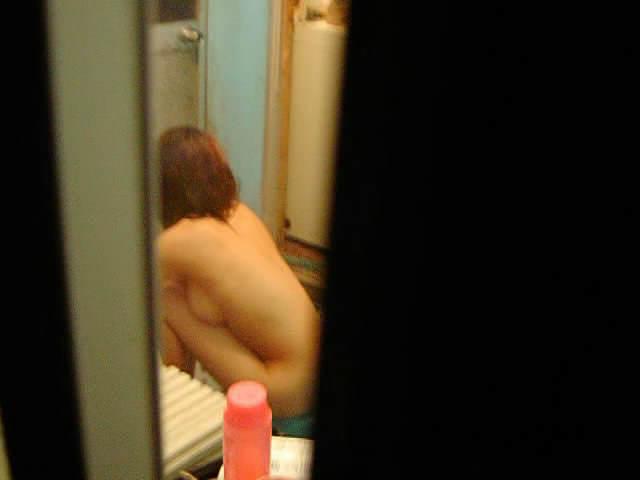 素人娘が自宅や更衣室で着替えてる姿をガチ隠し撮りしたヤバいエロ画像 2535