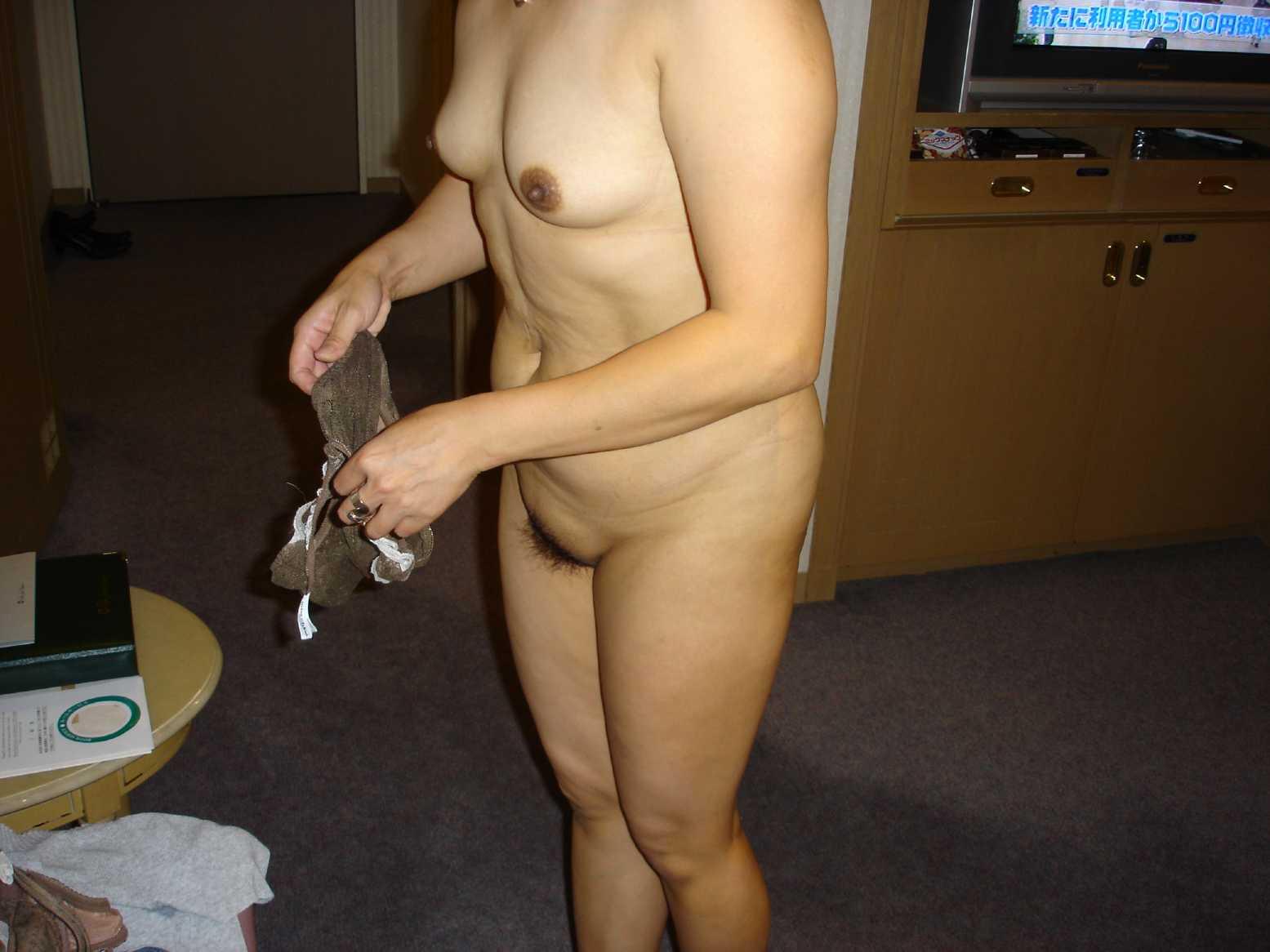 人妻系デリヘルで呼んだ熟女とセックス事後に撮影したエロ画像 2711