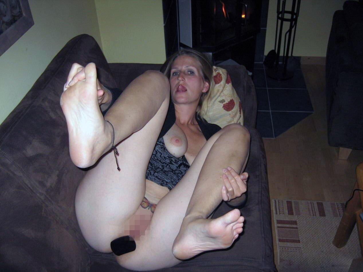 アナルプラグをお尻にぶち込んでるド変態女のエロ画像 276