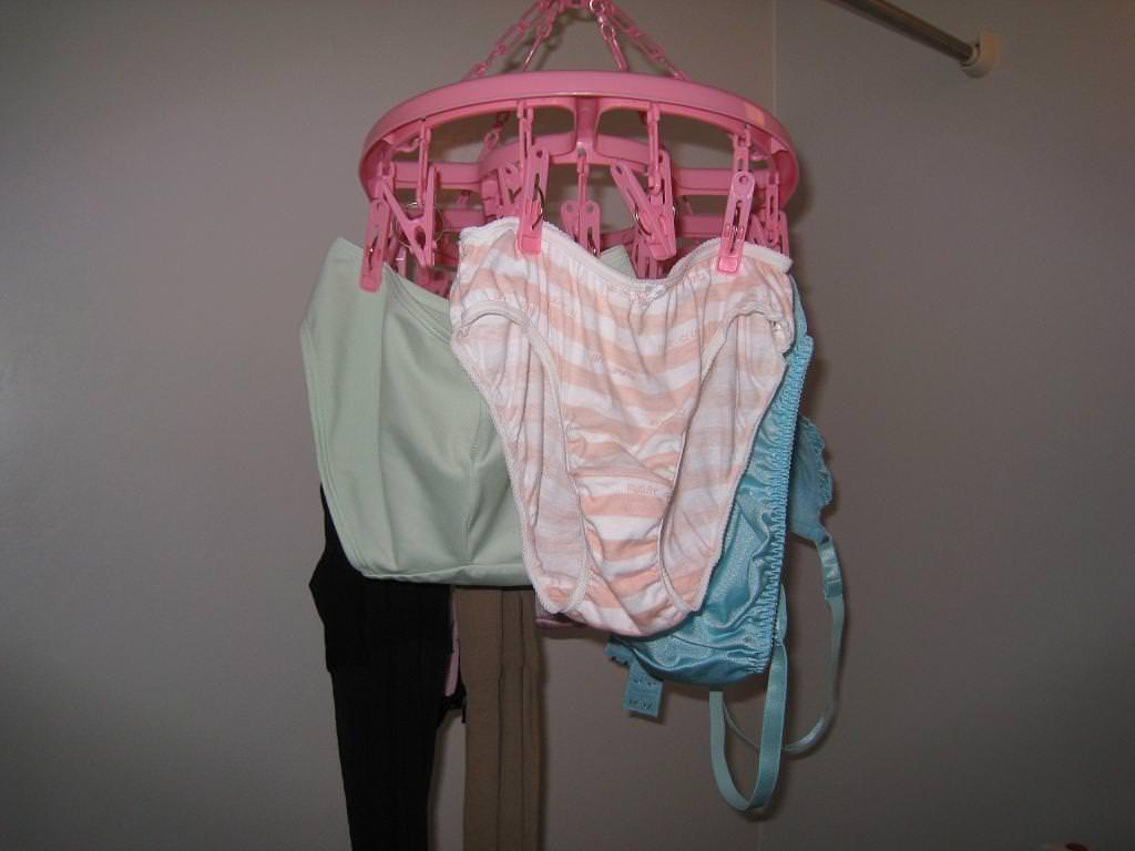 彼女や嫁がガチ使用してるパンティーやブラジャーの洗濯物の素人下着エロ画像 3