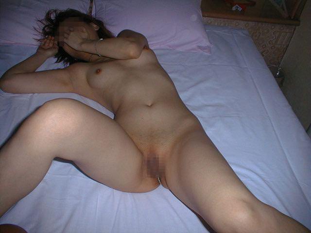 顔は写さない条件で裸を撮影させてもらった出会い系女子のエロ画像 332