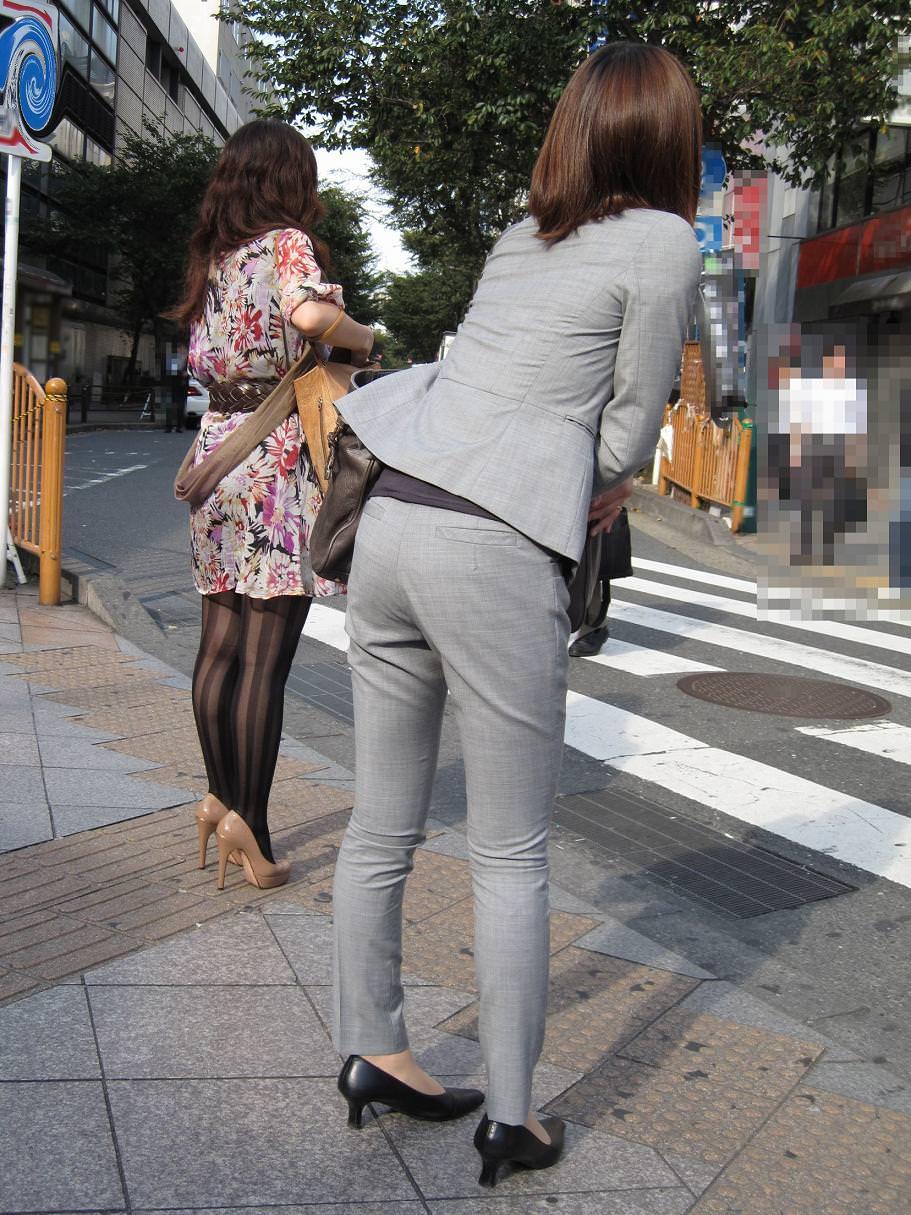 パンツスーツOLの街撮りむっちりお尻のエロ画像 348