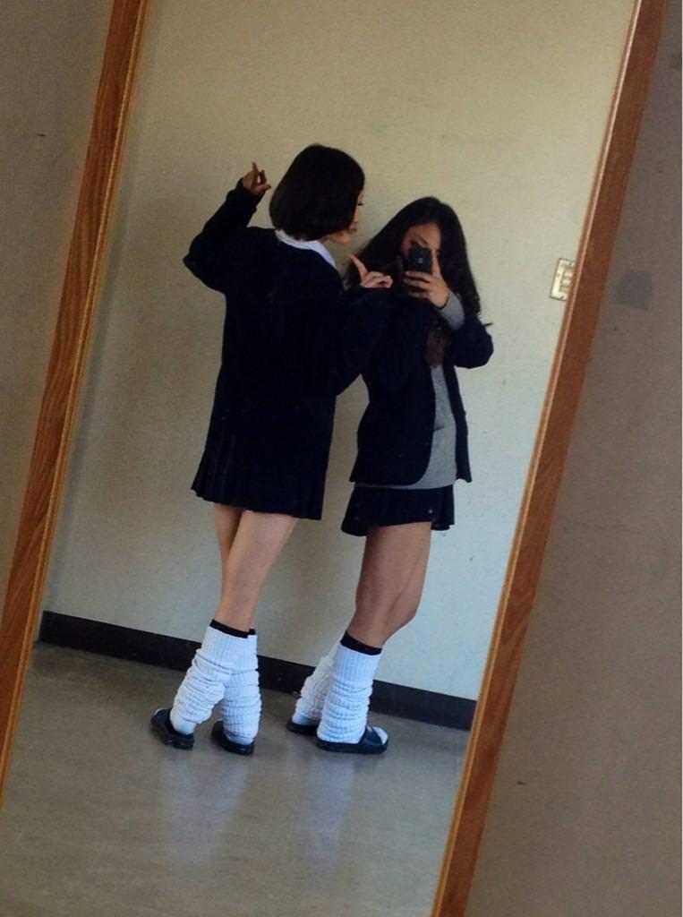 ピッチピチの女子校生が履いてるルーズソックスにチンポコ蹴られたいエロ画像 3620