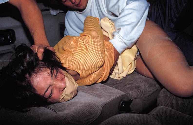 女はただのまんこ穴にしか見てない鬼畜なレイプエロ画像 367