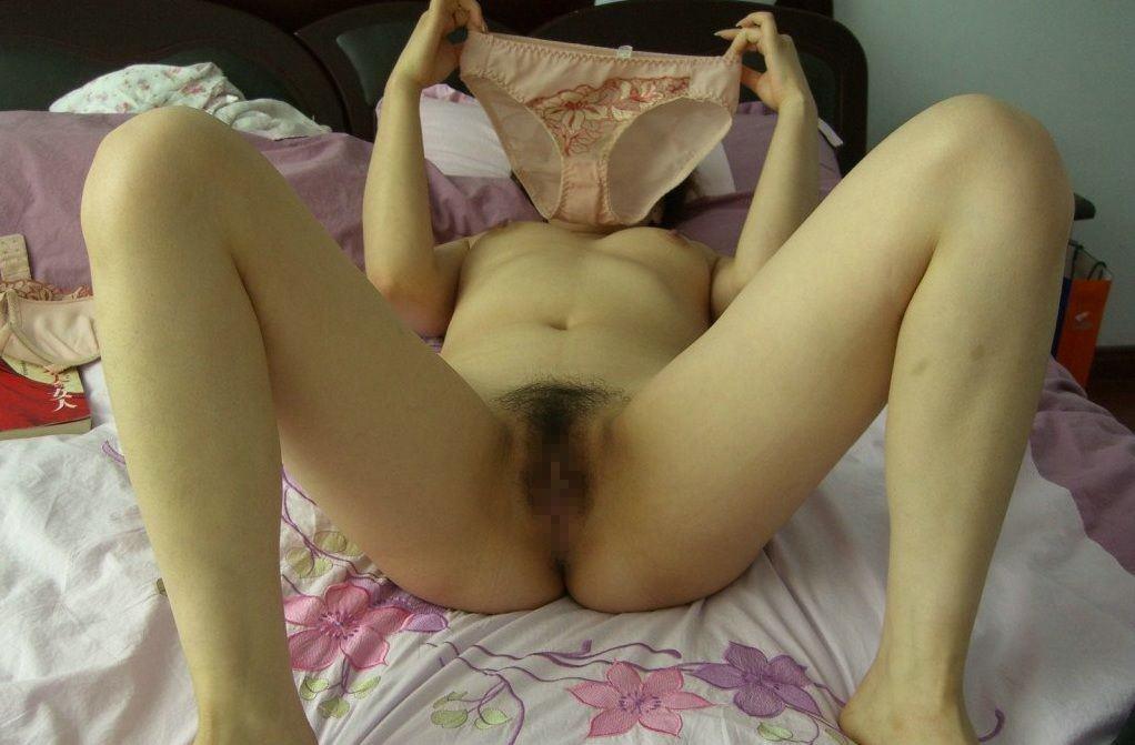 ツーンと臭い可愛いビラビラまんこを得意げに晒す変態素人娘のエロ画像 378