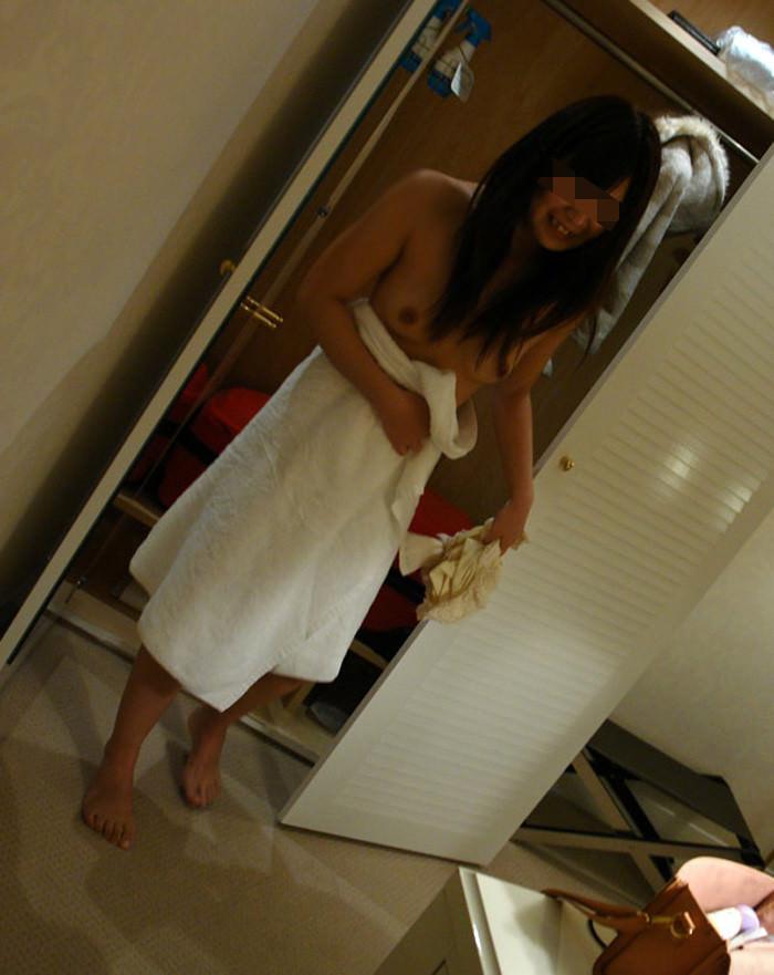 彼女とラブホでエッチした時に撮影したお風呂あがりの素人エロ画像 380