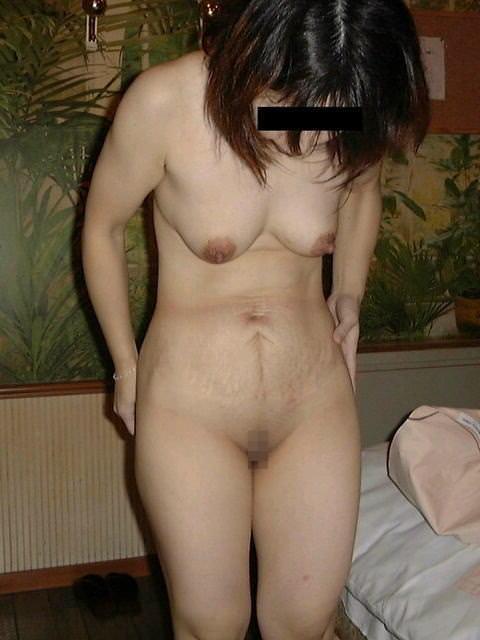 人妻系デリヘルで呼んだ熟女とセックス事後に撮影したエロ画像 381