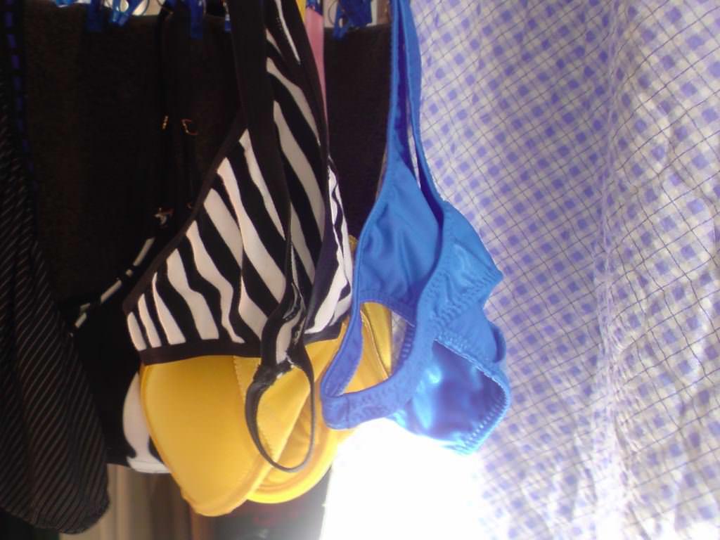 彼女や嫁がガチ使用してるパンティーやブラジャーの洗濯物の素人下着エロ画像 4