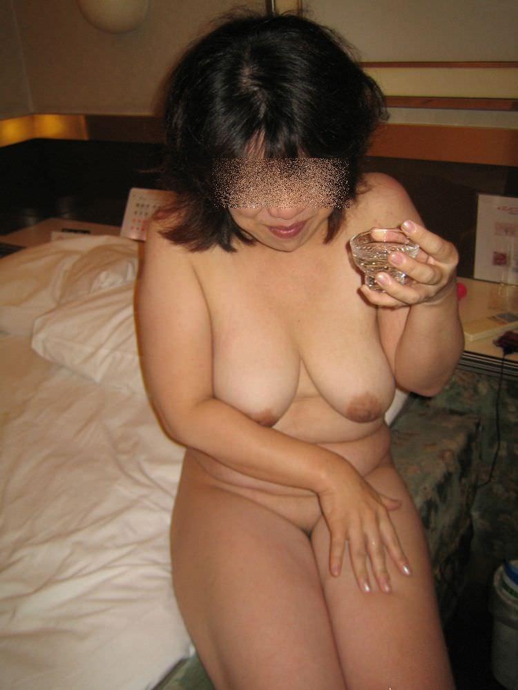 人妻系デリヘルで呼んだ熟女とセックス事後に撮影したエロ画像 40