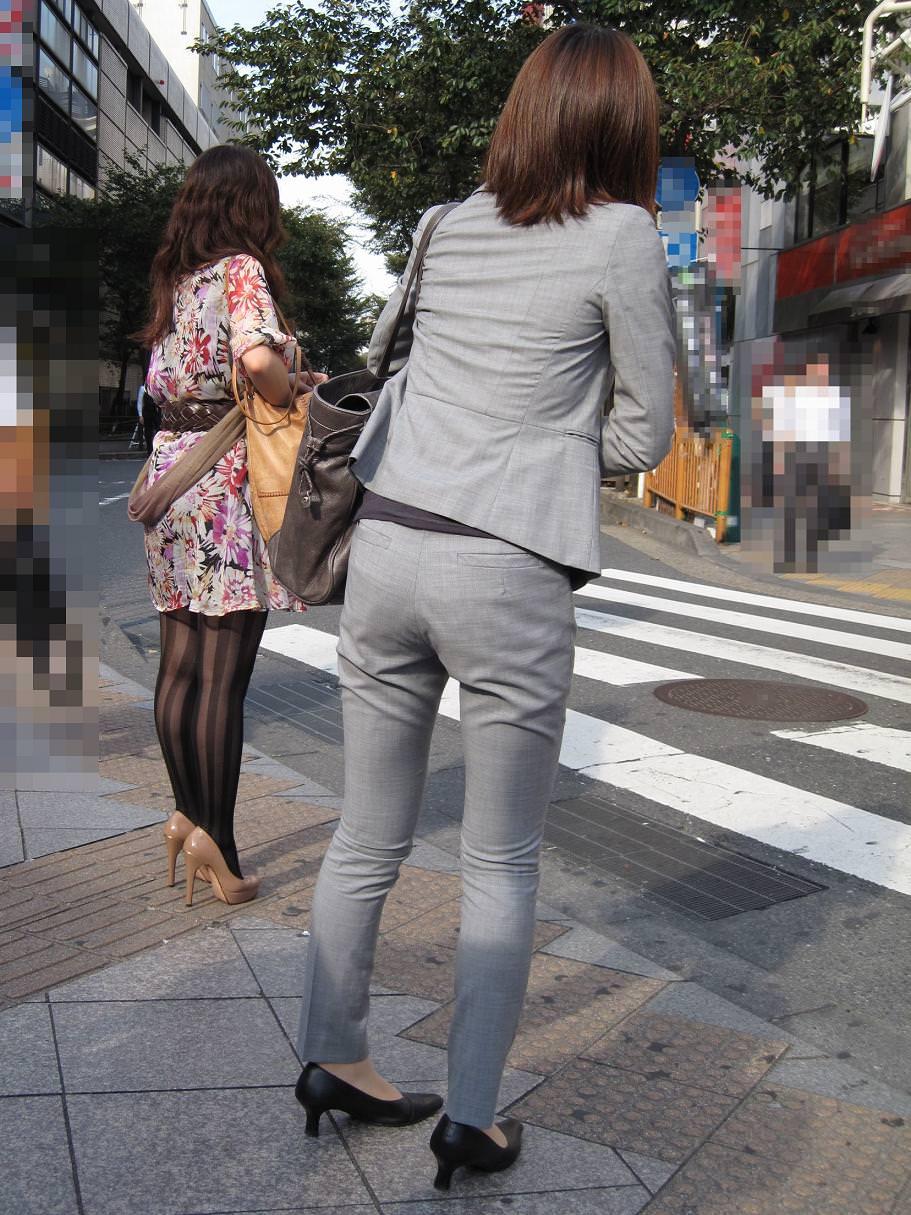 パンツスーツOLの街撮りむっちりお尻のエロ画像 448