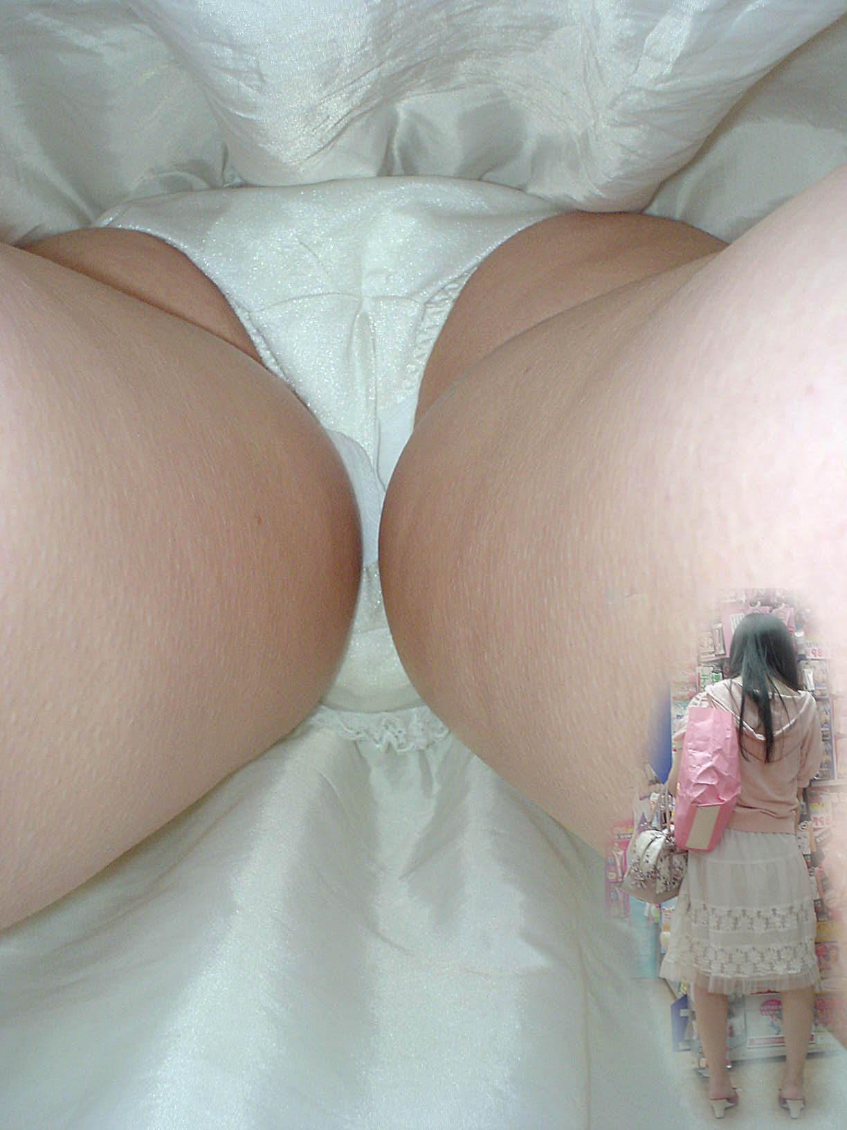 素人のスカートの中身を逆さ撮りしたら生理中の女子だった時パンチラ画像 518