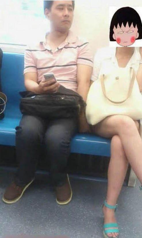 主に電車やバスの中で痴漢の決定的瞬間を激写したヤバいエロ画像 537