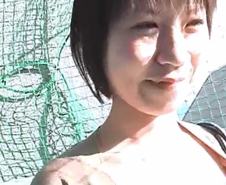 街ですれ違った女の浮いたブラから露出する乳首を隠し撮りしたエロ画像 542