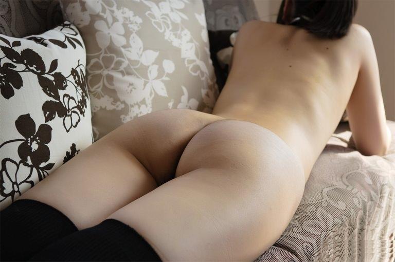 うつ伏せで寝てる彼女のお尻やおまんこを勝手に撮影したエロ画像 543
