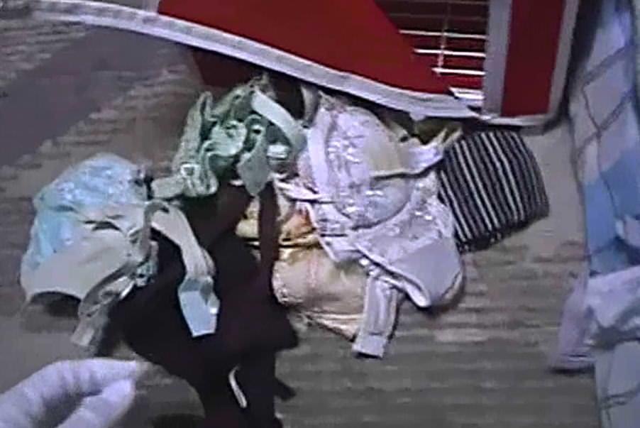 一人暮らしのOL宅に侵入してパンティーやブラを盗み撮りした下着エロ画像 547