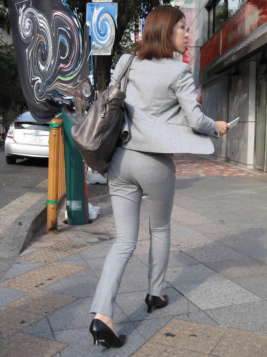 パンツスーツOLの街撮りむっちりお尻のエロ画像 548