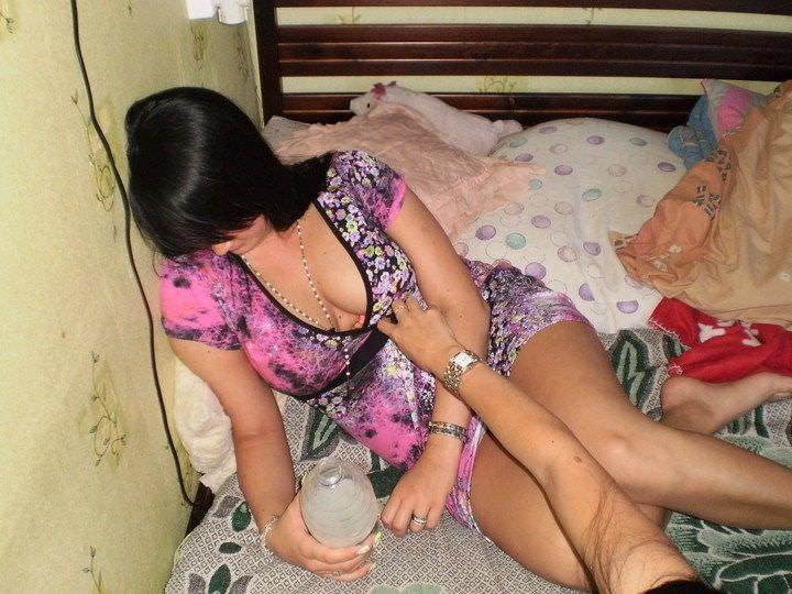 酔いつぶれてパンチラとかお尻丸出しとかお構いなしのエロ画像 564