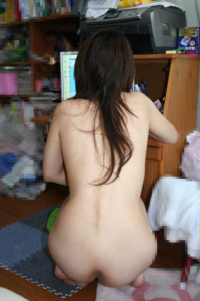 家でくつろぎ過ぎな彼女やセフレの裸を激写したエロ画像 565