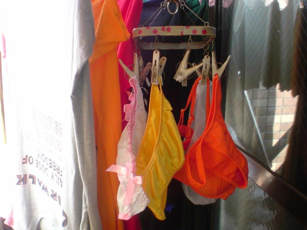 彼女や嫁がガチ使用してるパンティーやブラジャーの洗濯物の素人下着エロ画像 6