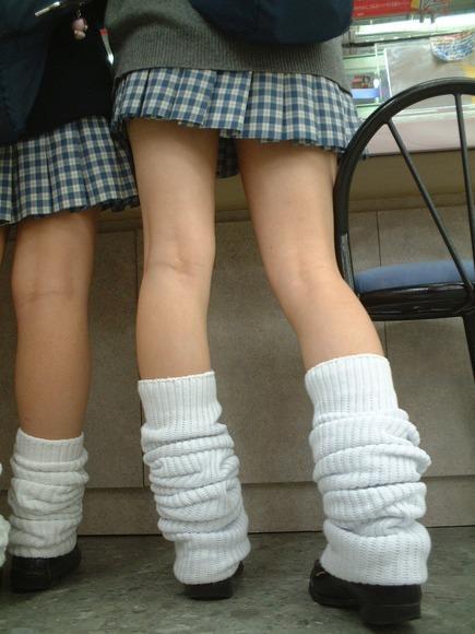 ピッチピチの女子校生が履いてるルーズソックスにチンポコ蹴られたいエロ画像 6108