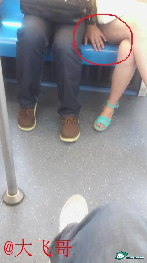 主に電車やバスの中で痴漢の決定的瞬間を激写したヤバいエロ画像 637