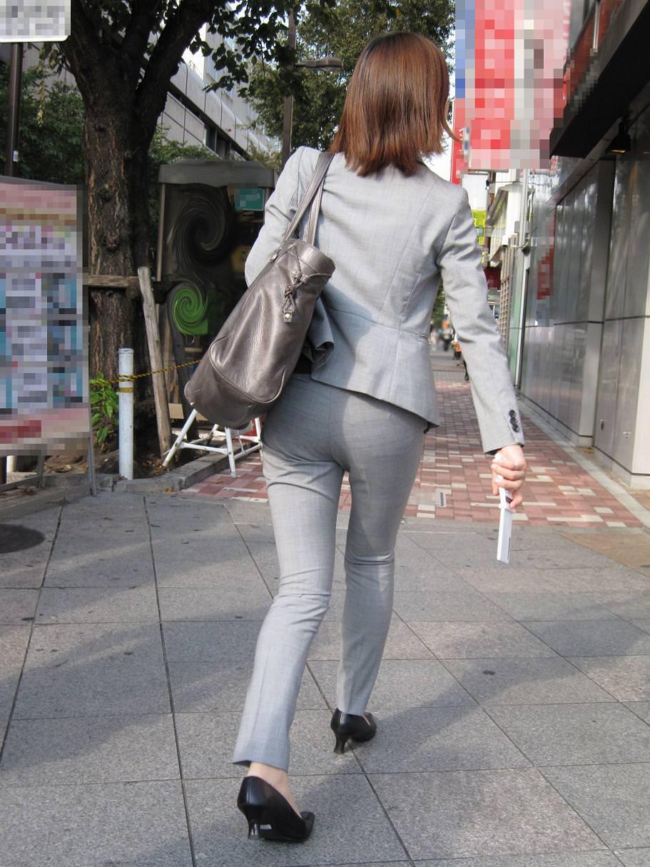 パンツスーツOLの街撮りむっちりお尻のエロ画像 648