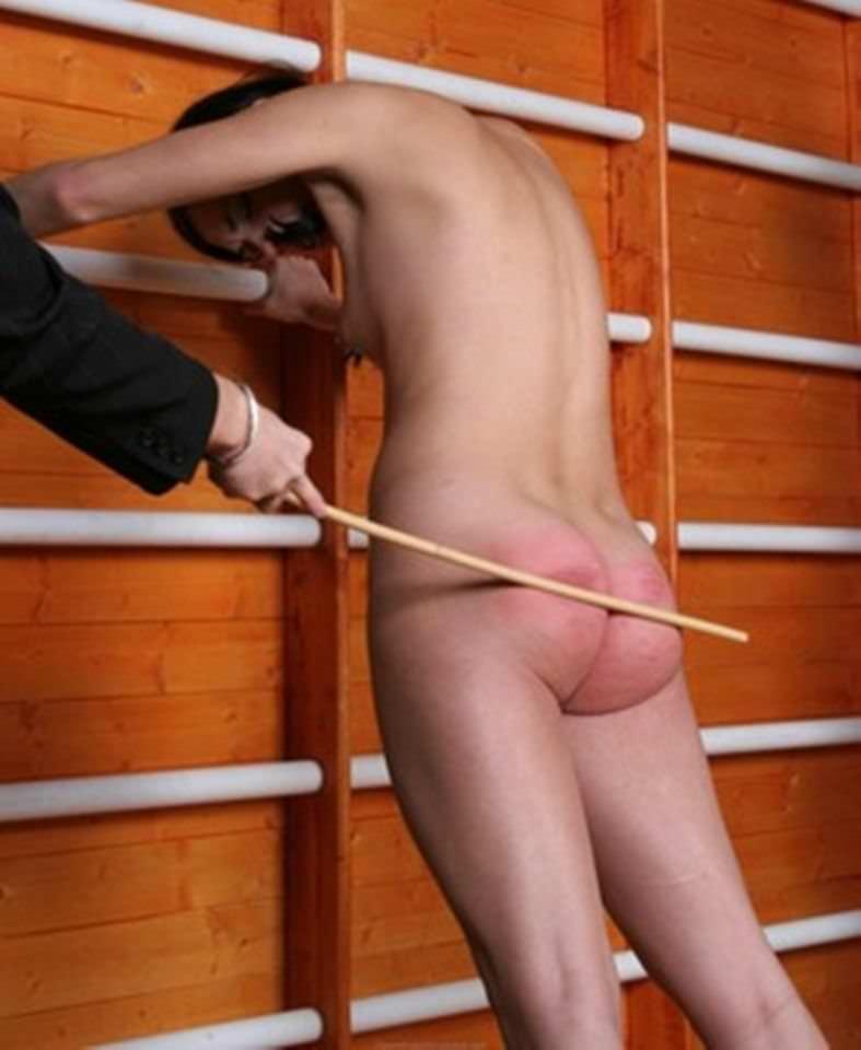 お尻が真っ赤に腫れあがるほどひっぱたかれてるSMエロ画像 742