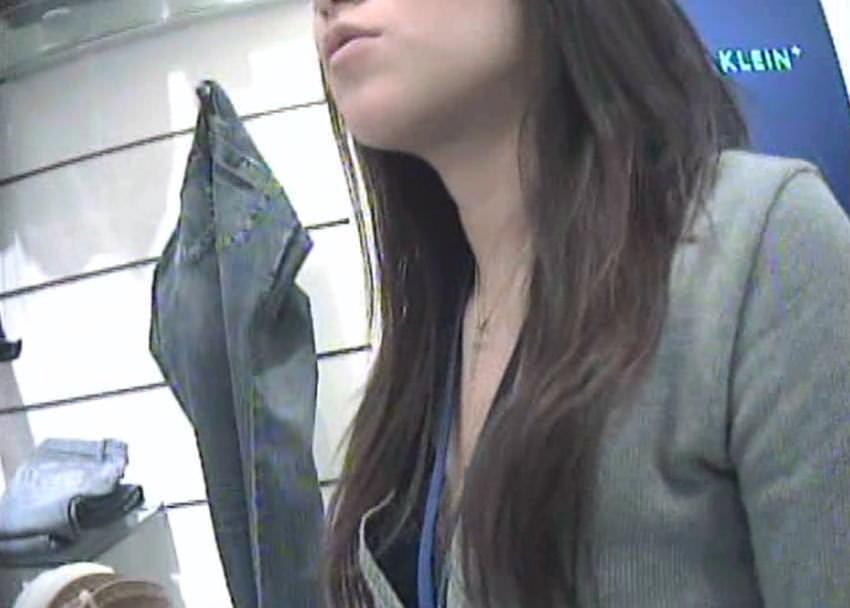 ショップ店員のおしゃれお姉さんの浮きブラ乳首がたまらないエロ画像 8107