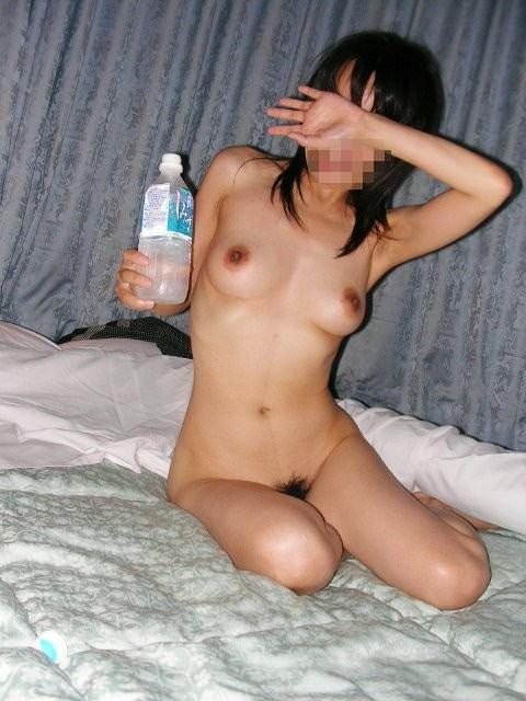 セックスして気持ち良くなって休憩中のセフレの素人エロ画像 859