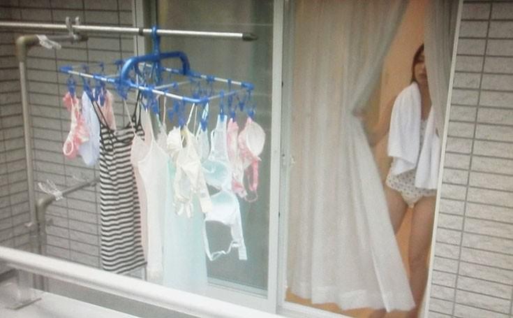 素人娘が自宅や更衣室で着替えてる姿をガチ隠し撮りしたヤバいエロ画像 889