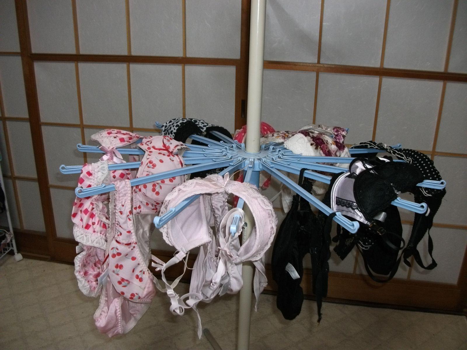 彼女や嫁がガチ使用してるパンティーやブラジャーの洗濯物の素人下着エロ画像 9